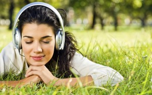 mendengar-musik